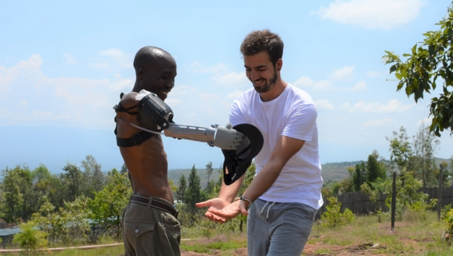 Ayúdame3D envía más de 30 brazos impresos en 3D a Mali, Senegal y Líbano